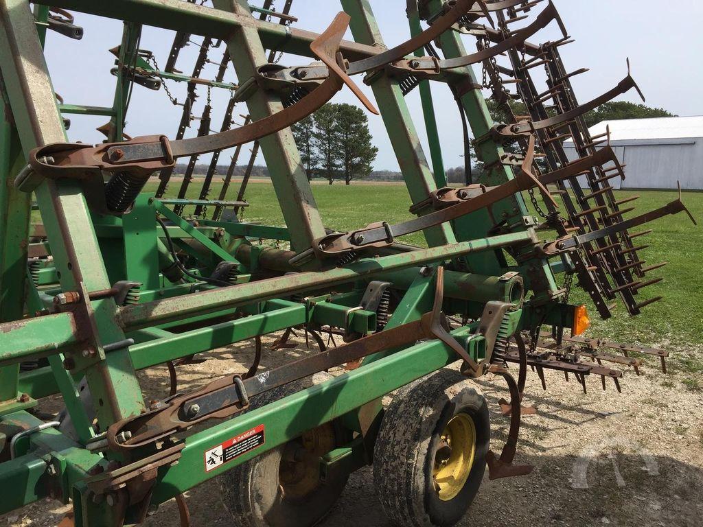 культиватор JOHN DEERE 980 13 м, из США, в НАЛИЧИИ, стойки последнего поколения JD 2210