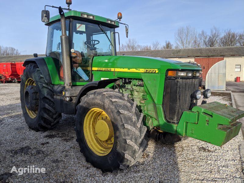 трактор колісний JOHN DEERE 8300