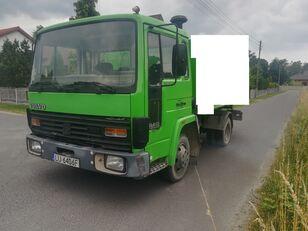 бортова вантажiвка VOLVO FL6